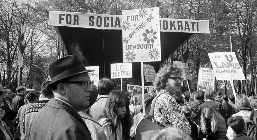 Torsdag er det 1. maj, der i København altid fejres i Fælledparken. Vi har derfor fundet en række billeder frem fra de sidste 65 års demonstrationer, taler og optog på arbejdernes internationale kampdag.