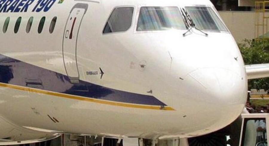 »Mobiltelefoner truer ikke flysikkerheden«. Sådan lød det fra en flyproducenten Embraers topchefer, Ruiz Carlos Aguiar, under en konference i Brasilien. Arkivfoto.