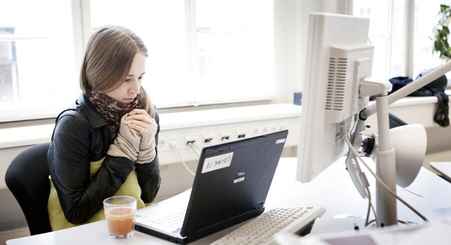 En ny undersøgelse viser, at der er et mindre sygefravær dér, hvor man melder sig syg til nærmeste chef.