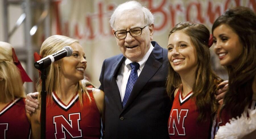 Warren Buffett skal stå for omkring 25 pct. af opkøbets finansiering gennem sit investeringsselskab, Berkshire Hathaway. Dermed bliver Buffett også trukket ind i skattedebatten omkring opkøbet.