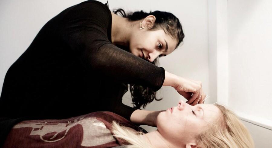 Sahar Pour er akupunktør og åbner nu landets første klinik med social akupunktur. Stikmig.dk i Blågårdsgade.