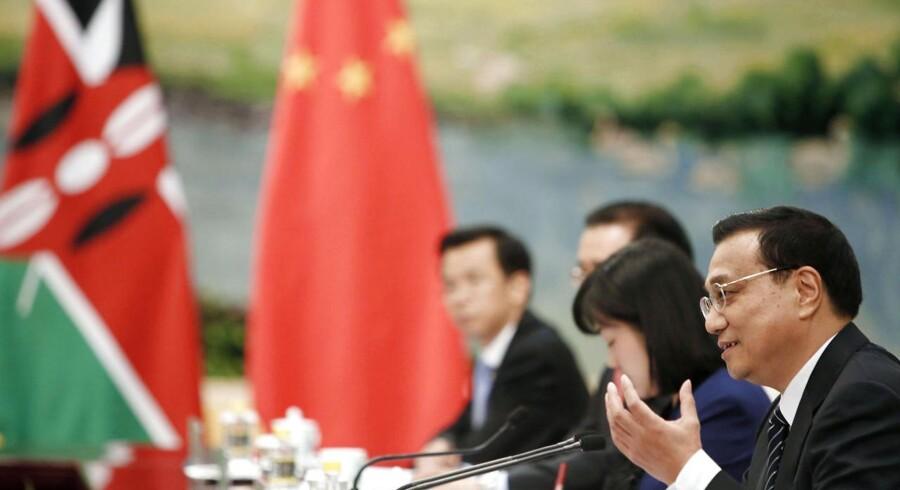 Kinas nye premierminister, Li Keqiang (th.), har allerede gjort det klart, hvad han mener, der skal holde væksten i gang.