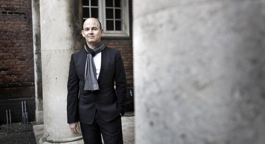 Simon Lichtenberg (Trayton) møder Georg Jensen i retten.