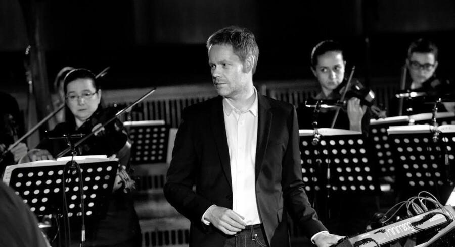 Max Richter er briten bag ommøbleringen af »De fire årstider« og optræder ofte selv på klaver eller synthesizer - her foran Konzerthaus Kammerorchester Berlin. Foto: Deutsche Grammophon