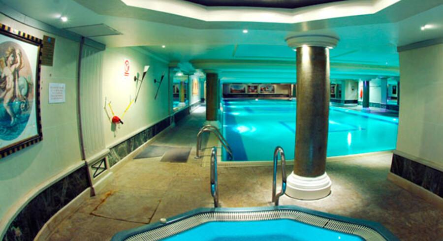 Den 25 meter lange indendørs pool på Grange City Hotel er kun en brøkdel af den luksus du kan nyde på hotellet for kun 722kr. pr. nat.