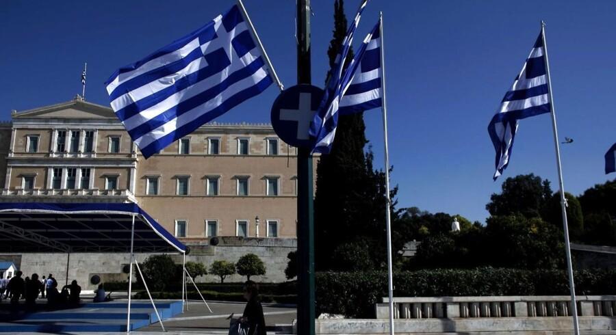 Det er ikke kun den tidligere finansminister, der står til at have snydt i skat. Den lækkede database skulle også indeholde navne på andre græske politikere og betydningsfulde erhvervsfolk, der tilsammen angiveligt ikke har betalt skat for millioner.
