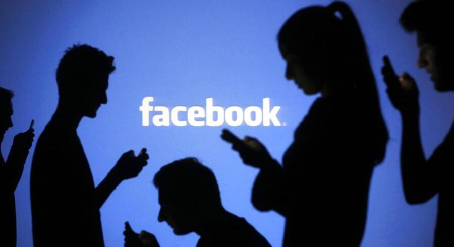 Når du er på facebook, så sidder du i privaten, men deler med verden. Det kan være en af årsagerne til de mange verbale grovheder, som man oplaver på internettet.