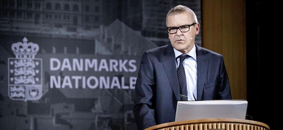 -Arkiv- SE RITZAU Kronespekulanter strækker våben BV.: ARKIVFOTO 2013 af Nationalbankdirektør Lars Rohde- - Se RB 11/2 2015 12.38. Indtil videre er det lykkedes for Nationalbankens direktør Lars Rohde at forsvare kronen og fastkurspolitikken mod angreb udefra ved at sænke renten fire gange, så den nu hedder minus 0, 75 procent. (Foto: Thomas Lekfeldt/Scanpix 2014)