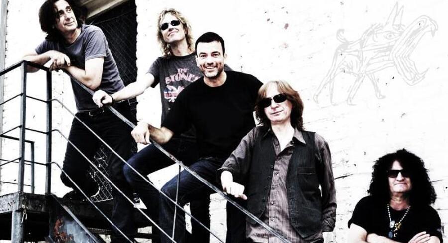 Jem & Fix-ejeren Erling Daell i midten med sine rockende venner Peter Stroud, Mauro Magellan, Rick Richards og Keith Kristopher