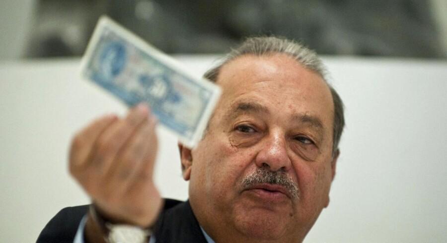 Sådan nogle der har han masser af... Den mexicanske telekommunikationsmogul Carlos Slim, der står bag selskaberne Telmex, América Móvil og Grupo Carso, sidder solidt på positionen som verdens rigeste mand ifølge Bloombergs milliardærindeks.