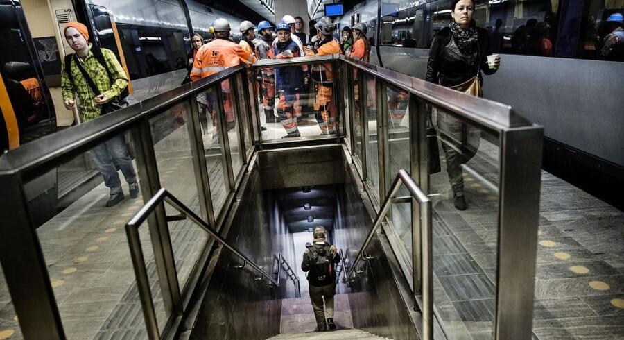 Fjerntogsperronen på Nørreport Station er tirsdag genåbnet efter renovering, og ved årsskiftet bliver der på stationen gjort plads til dobbelt så mange cykler end tidligere.
