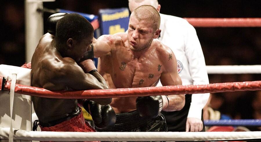 Den tidligere professionelle bokser Anders Hugger blev søndag fundet død i bokseklubben Olympia i Odense. Her ses han under en kamp i 2006.