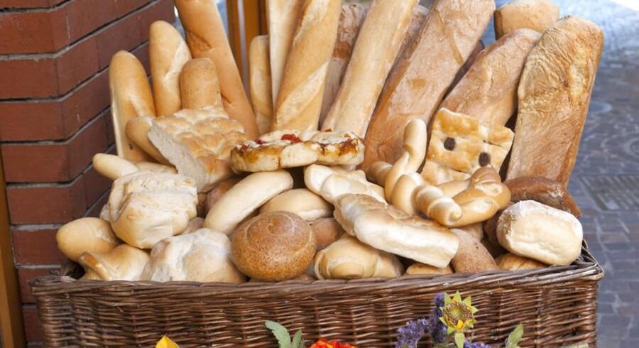 De stigende priser på markederne giver sig nu udslag i dyrere brød hos bageren.