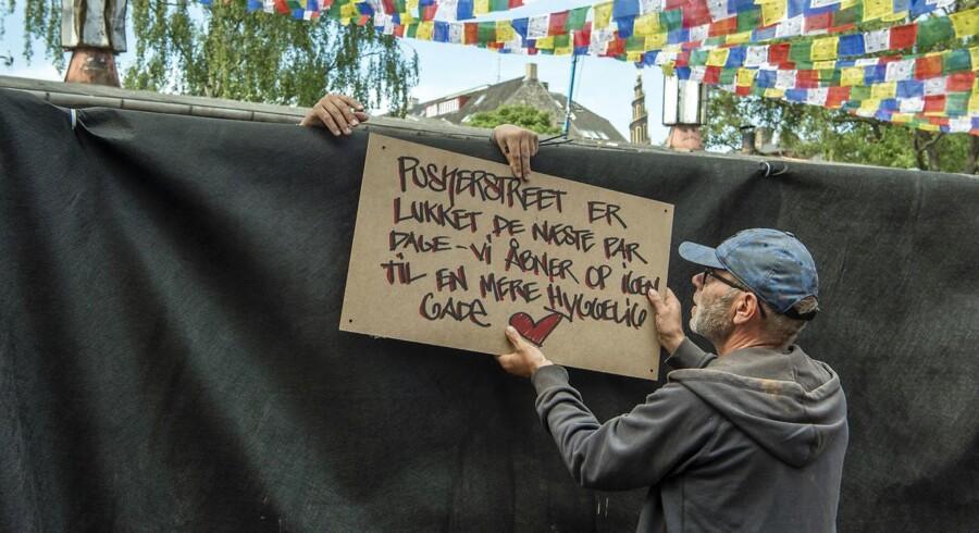 Christianitterne har tirsdag morgen lukket alle indgange til Pusher Street. Nogle christianitter tvivler dog på effekten.