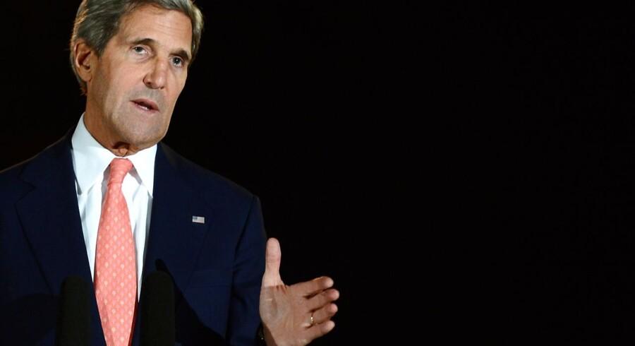 ARKIVFOTO. Den amerikanske udenrigsminister, John Kerry, opfordrer mandag til, at der »meget snart« holdes en fredskonference for at få sat en stopper for borgerkrigen i Syrien