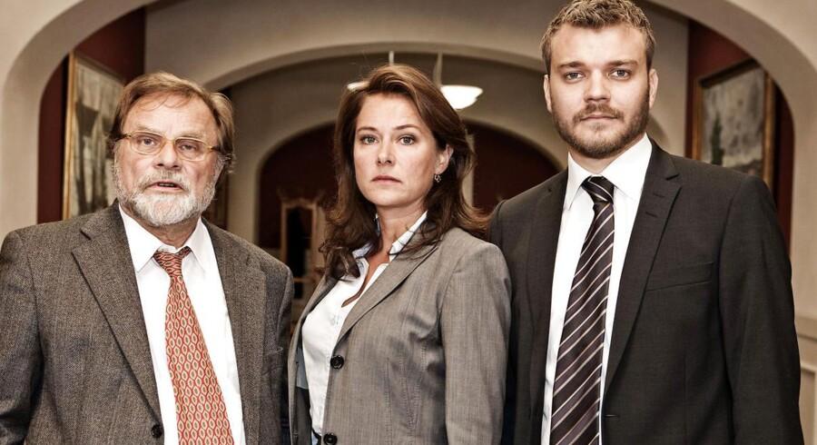 """DRs dramaserie """"Borgen"""" vinder Bafta-pris. Her hovedrolleindehaverne Lars Knutzon, Sidse Babett Knudsen og Pilou Asbæk"""