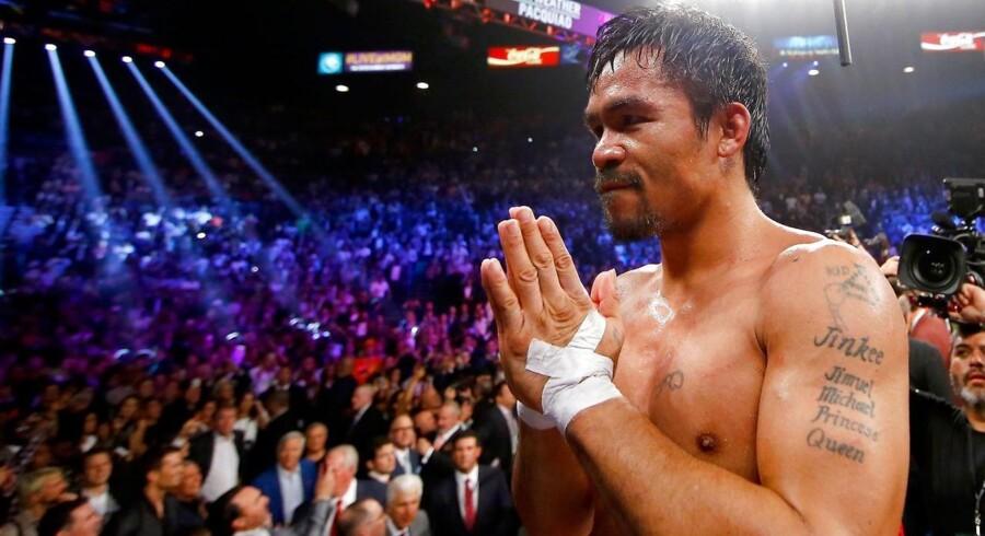 Manny Pacquiao havde problemer med skulderen og var tæt på at trække sig både før og under kampen mod Floyd Mayweather.