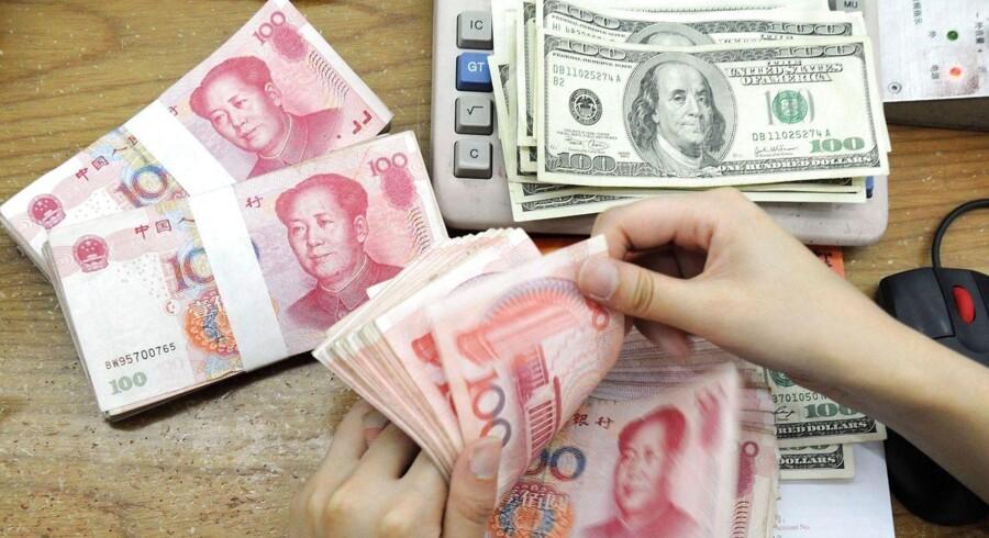 Der er faldet lidt mere ro over de internationale valutamarkeder tirsdag morgen efter mandagens kraftige udsving.