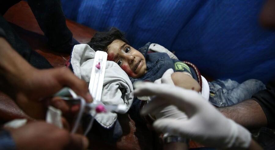 »Jeg har svært ved at se, hvordan man vil skelne mellem, om det at yde lægehjælp til et menneske er at støtte terrorister eller ej,« sige direktøren i den danske afdeling af Læger Uden Grænser, Michael Gylling Nielsen. Læger vil med DFs forslag få svært ved eksempelvis at yde nødhjælp i Syrien, lyder vurderingen.