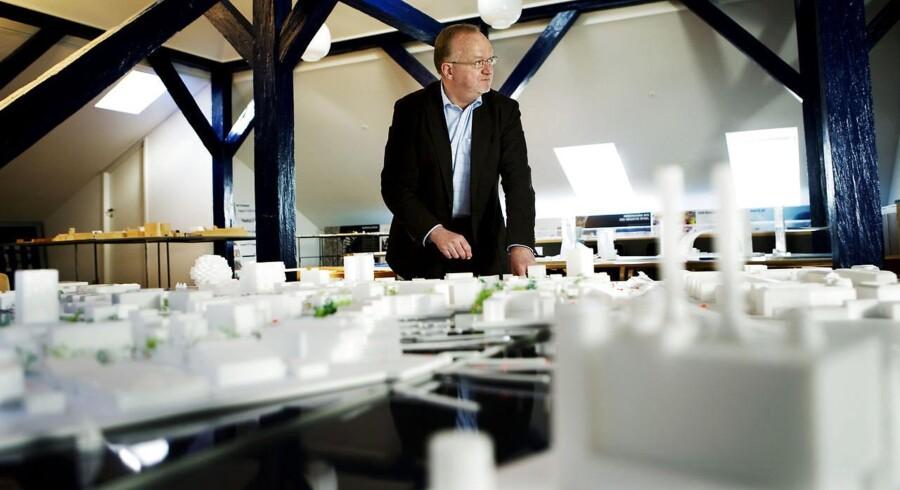 Jens Kramer Mikkelsen med en model af den nye Nordhavnen