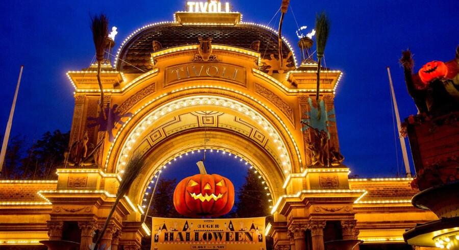 - Vi har slået besøgsrekord med mere end en halv million gæster til Halloween i Tivoli, der for første gang varede tre uger. Tanken var at tiltrække svenskerne, som har efterårsferie i uge 44. Det initiativ er blevet belønnet, udtaler Tivolis administrerende direktør, Lars Liebst, i en meddelelse.