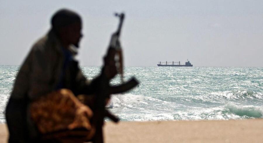 Venstre mener, at udviklingsminister Christian Friis Bach (R) bør stille krav til de somaliske myndigheder om, at de skal sikre, at der sker retsforfølgelse af pirater, hvis landet skal have flere danske bistandskroner.