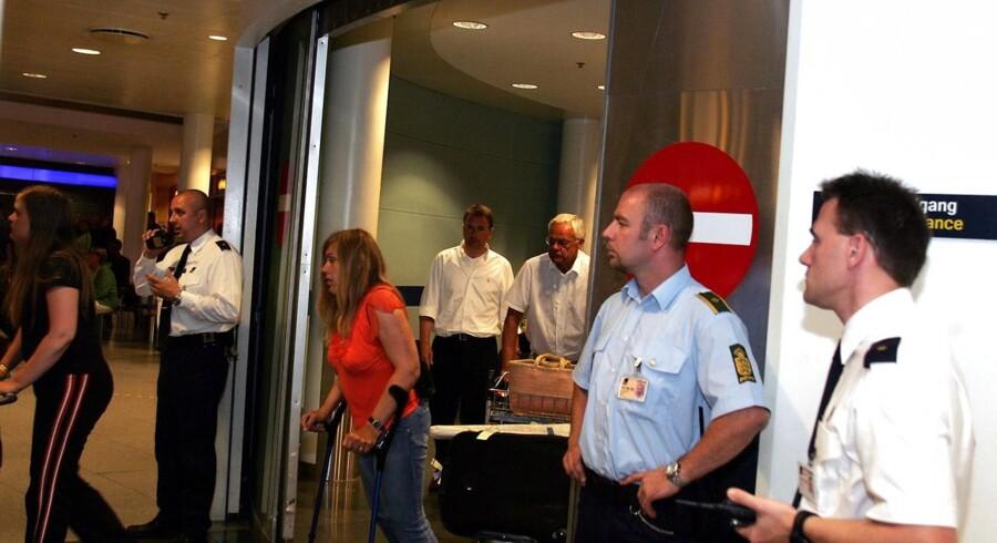 Københavns politi vil være bedre til at passe på turister i København. Her er politiet tilstedeværende i Københavns lufthavn for at afskærme egyptiske turister fra pressen.