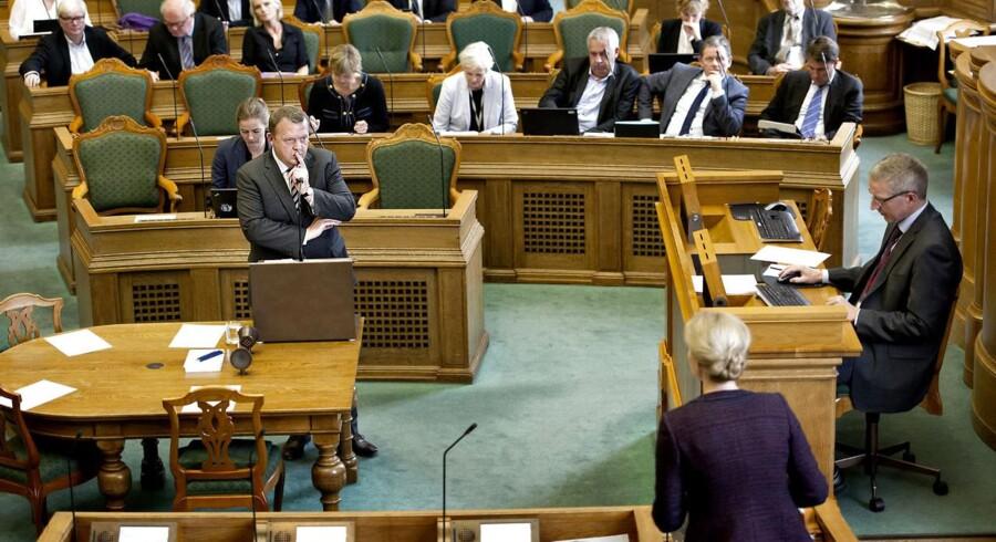 Venstres formand, Lars Løkke Rasmussen, og statsminister Helle Thorning-Schmidt gik tirsdag 8. okt. i clinch med hinanden under den nyindførte spørgetime, hvor kun partiledere med stille spørgsmål til statsministeren.