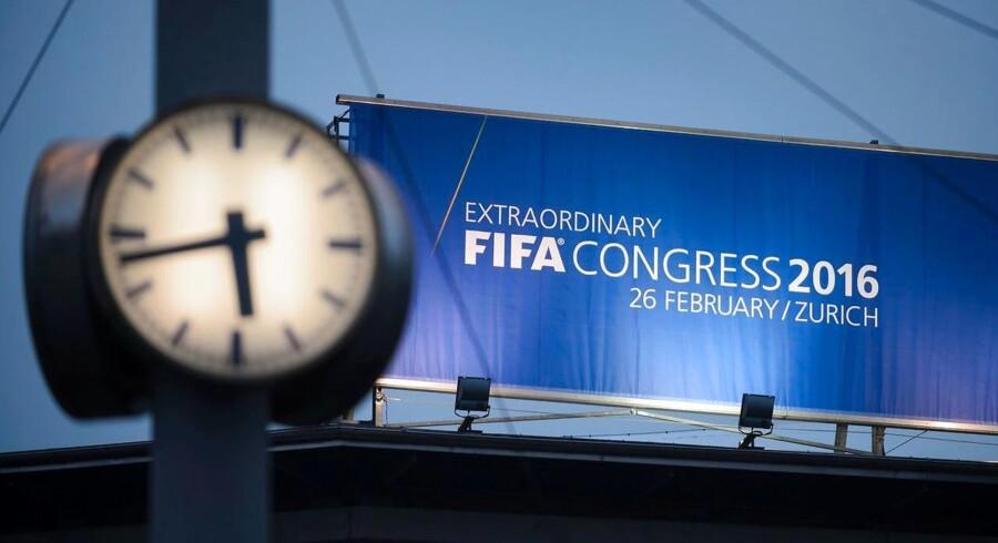 Den sidste fase af kampen om at blive Fifas nye præsident er fløjtet i gang i Zürich, hvor forbundet fredag afholder valg til posten.