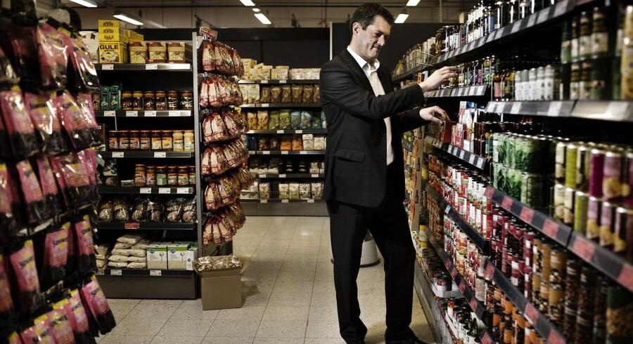 Coops øverste chef Jesper Lien ryger ud (billedet) - foran ligger en opgave med at trimme butikken for den nye direktør.