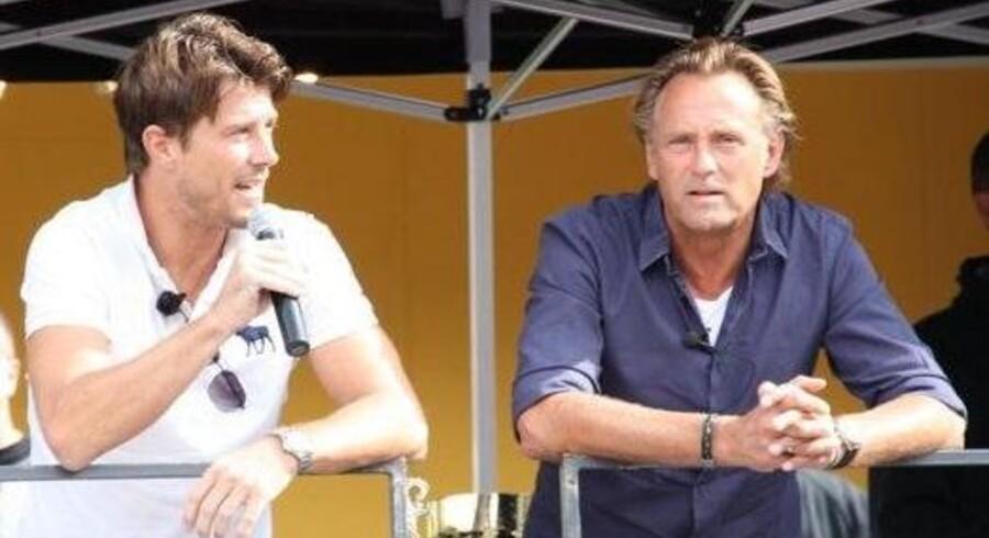 De tidligere fodboldstjerner Brian Laudrup og Lars Høgh spiller også selv gerne på Fodboldfabrikken.