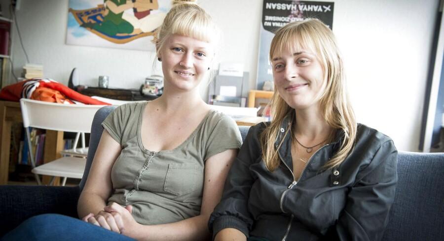 Enhedslistens Maria Sloth (th) fra Aarhus Byråd og folketingskandidat for Enhedslisten Anne Hegelund har haft to flygtninge boende. Det er ulovligt og strafbart.