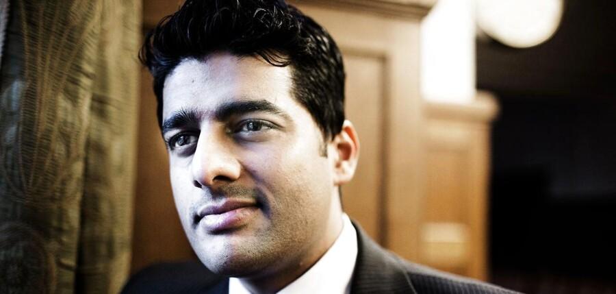 Efter flere dages tavshed fortæller den omdiskuterede politiker Ikram Sarwar (R) nu, hvorfor han skiftede til de Radikale bare tre døgn efter, at han som socialdemokrat blev valgt til Københavns borgerrepræsentation.