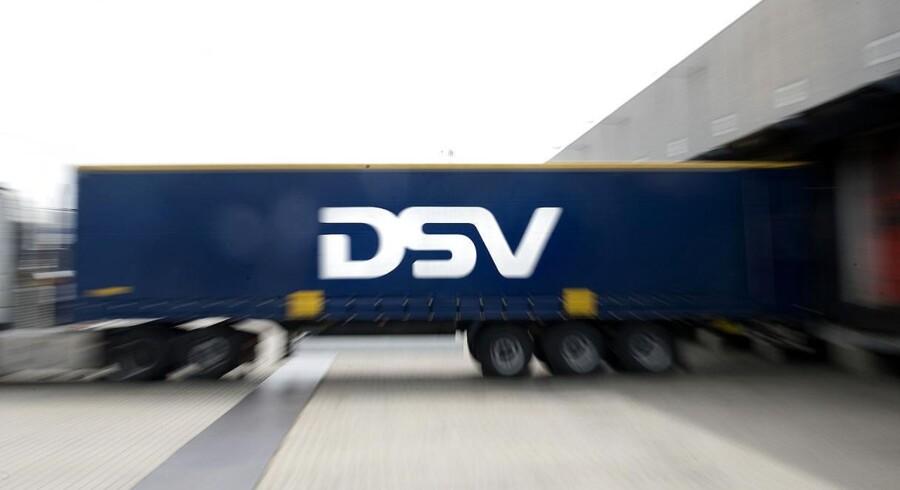 DSV opjusterede på baggrund af den stærke udvikling i første halvår forventningerne til hele året, og DSV-aktien kørte tirsdag 3,6 pct. frem til 243,00 kr. DSV-aktien endte dermed i den højeste kurs nogensinde