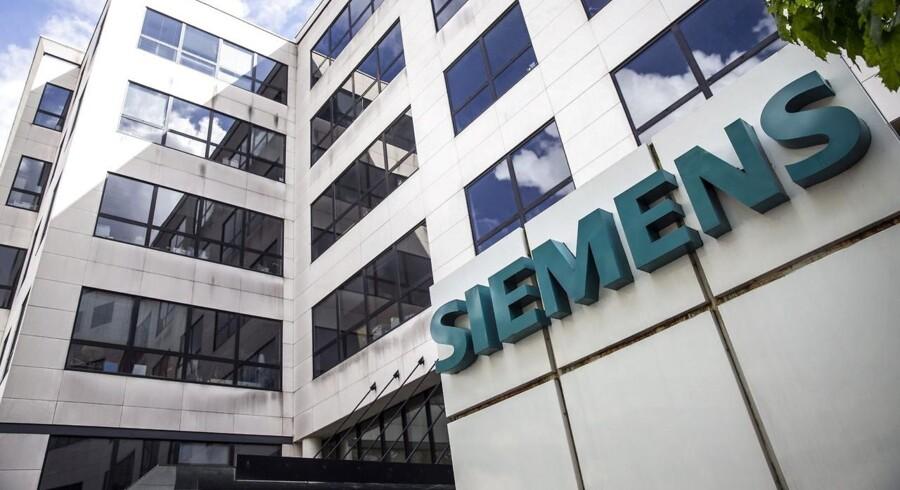 Siemens har ellers tidligere meldt ud, at divisionen skulle børsnoteres som selvstændigt selskab, men rygterne om et salg til enten en industriel spiller som danske GN eller en kapitalfond har svirret i nogle uger.