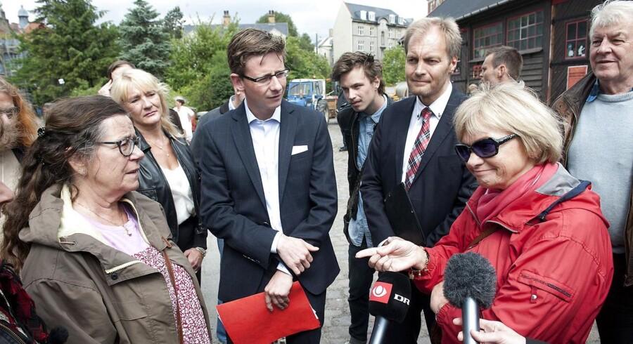 Arkivfoto. Venstres Karsten Lauritzen og Peter Skaarup (DF) med Folketingets retsudvalg på Christiania i 2012. Netop den såkaldte Christiania-sag er en af sagerne, der har sat tilliden på prøve.