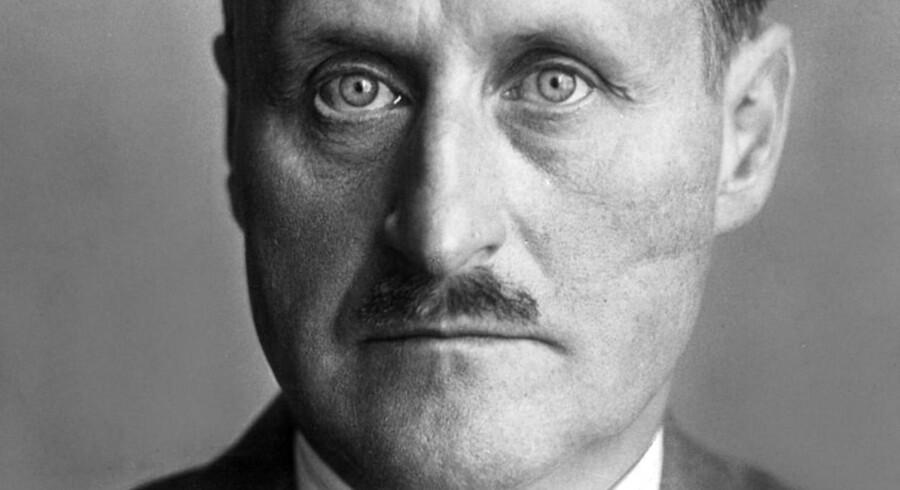 Ulrich von Hassell, tysk ambassadør i Danmark, var én af Haldor Topsøes kontakter under Anden Verdenskrig. Han blev hængt af nazisterne.