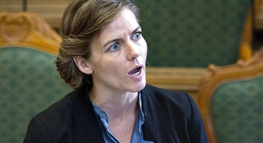 .Fem gange har Wikipedias administratorer advaret mod den værdiladet omtale af politkeren Ellen Thrane Nørby.