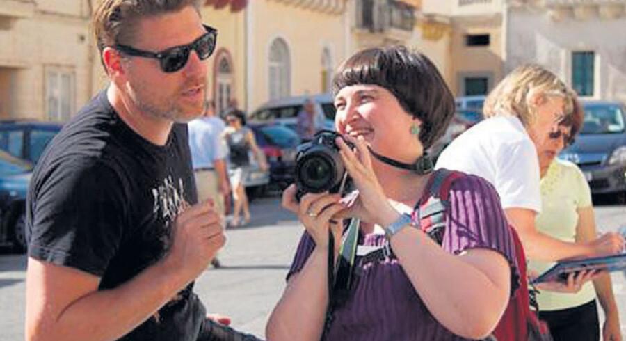 FolkeFerie.dk arrangerer rejser til Marrakech i Marokko, hvor Nikolaj Kirk blandet andet tager gæsterne med til basaren, hvor der duftes og smages og købes ind til aftensmad, som laves i fællesskab med kokken.