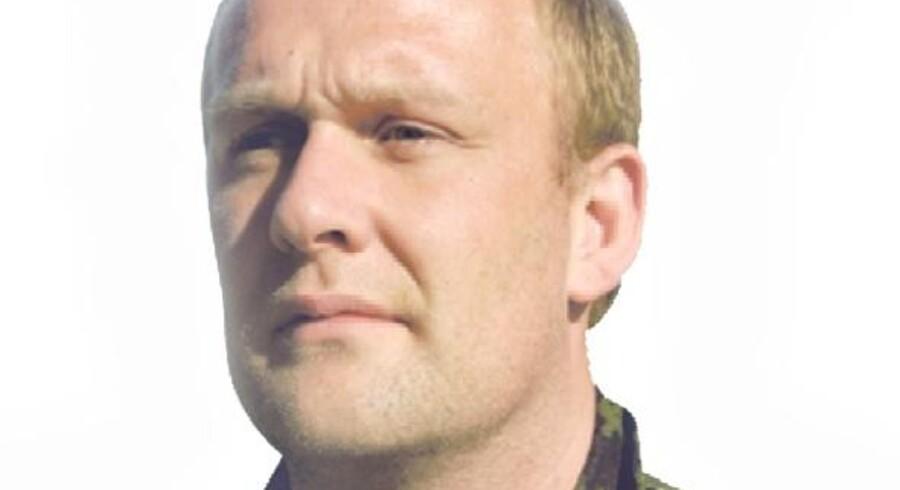 Klaus Kroll, officer af reserven.