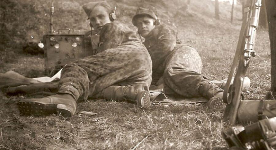 Billedet til venstre: Som signalmand i tysk uniform overlevede Hans von Vultejus både Ardennerne, flugten fra russerene og krigsfangelejr.