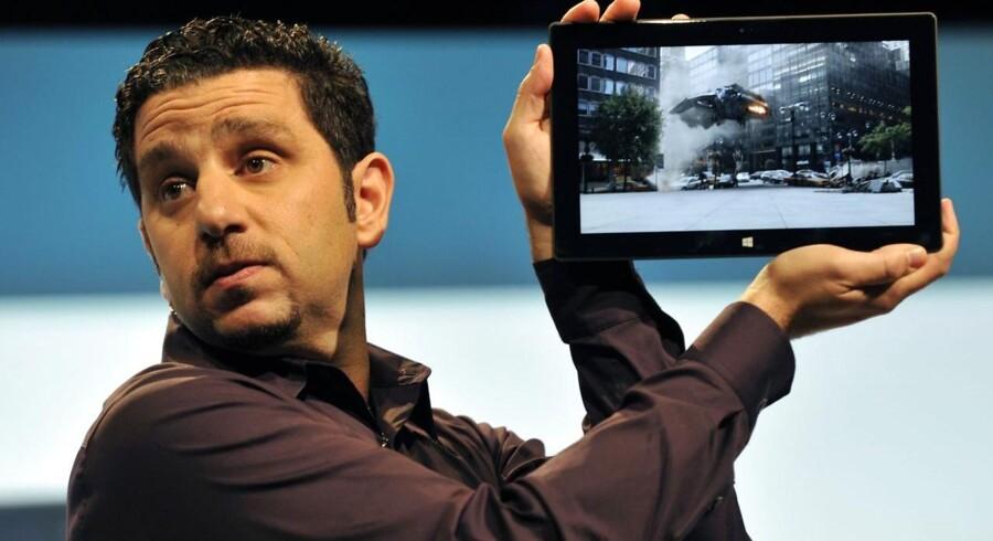 Microsoft beskytter salget af sin nye hardware - Surface - i stedet for at udbrede sin software på iPad.