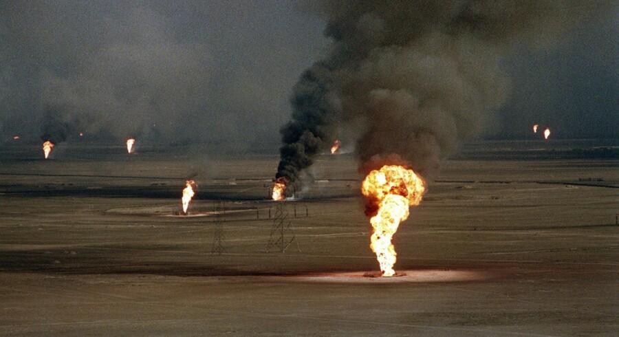Embargoen mod Iraq var en konsekvens af 1991-krigen, som bl.a. sluttede med, at Iraqs hær stak ild til Kuwaits oliefelter.