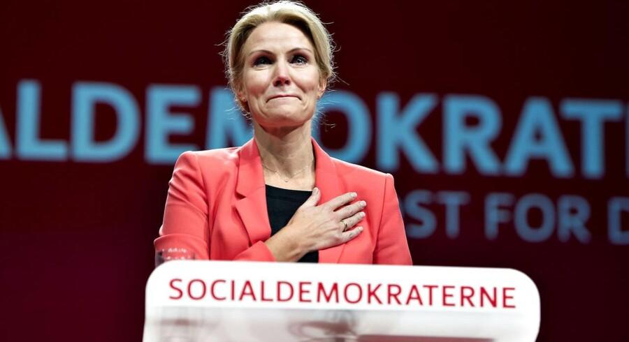 Socialdemokraterne startede lørdag middag deres 2 dages kongres i Aalborg Kongres og Kulturcenter. Her ses formanden, statsminister Helle Thorning-Schmidt på talerstolen med sin beretning, før beretningens start blev hun hyldet af forsamlingen.