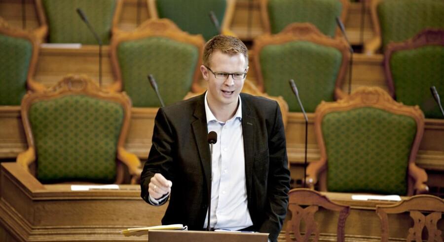 Socialdemokratiets erhvervsordfører Benny Engelbrecht er overrasket over antallet af gebyrer hos de danske banker.