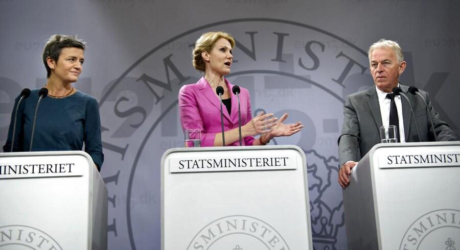 Økonomiminister Margrete Vestager, statsminister Helle Thorning-Schmidt og udenrigsminister Villy Søvndal fremlagde tirsdag regeringens skatteudspil.