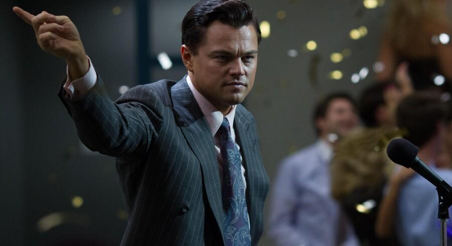 I sin femte filmrolle for Martin Scorsese er Leonardo DiCaprio overbevisende som børsmæglerfrøet, der bliver til et penge- og kokainsniffende monster. Foto: PR