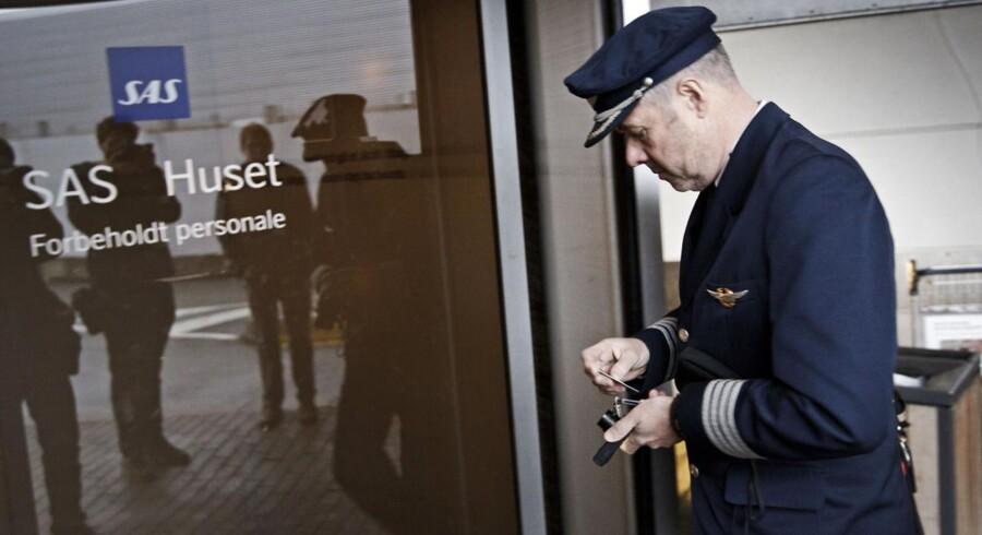 Trods udsigten til at skulle arbejde under andre vilkår for at tillade SAS at spare på omkostningerne, bliver ordet strejke ikke nævnt. De kabineansatte er nemlig, ifølge Berlingskes oplysninger, ligesom piloterne klar over, at SAS skal spare penge.