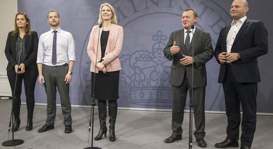 Efter forliget holdt partilederne pressemøde. Fra Venstre: Pia Olsen Dyhr (SF), Morten Østergaard (R), statsminister Helle Thorning Schmidt (S) Lars Løkke Rasmussen (V) og Søren Pape (K)