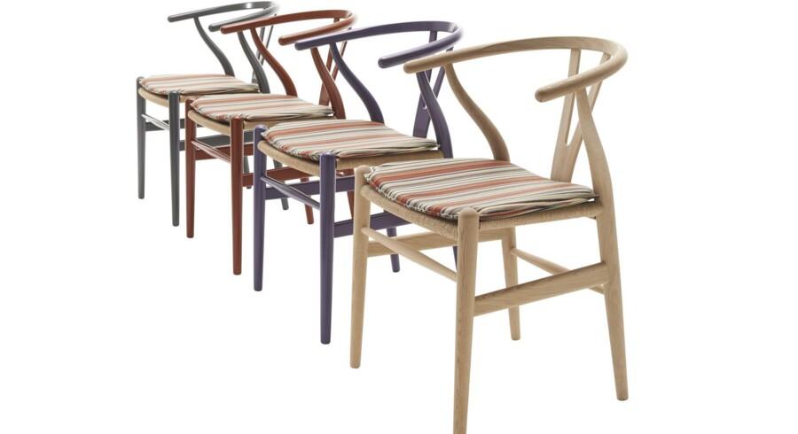 Wegners Y-stol i Paul Smith-klæder.